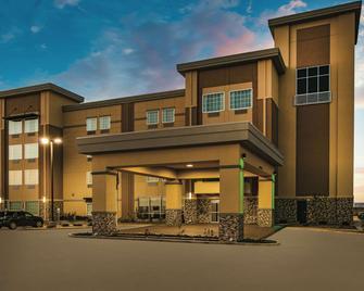 La Quinta Inn & Suites by Wyndham Colorado City - Colorado City - Building