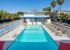 Motel 6 Santa Barbara- State Street - Santa Barbara - Pool