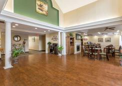Baymont Inn and Suites Lakeland - Lakeland - Lobby