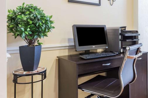 Baymont Inn and Suites Lakeland - Lakeland - Business centre