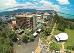 Pacific Hotel Cairns - Cairns - Building