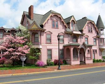 The Towers Bed & Breakfast - Milford - Building