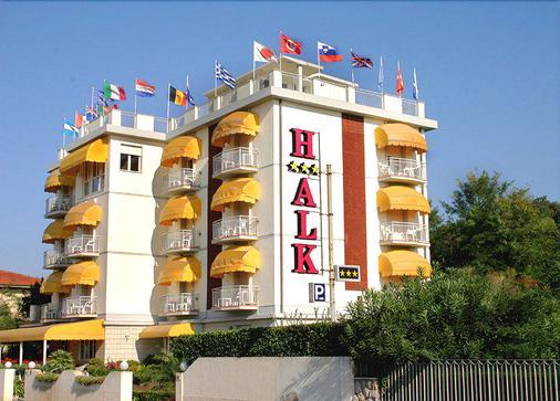 Hotel Alk - Marina Di Pietrasanta - Building
