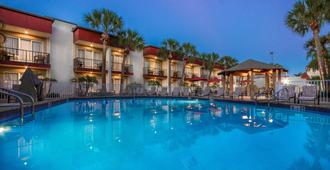 La Quinta Inn by Wyndham Clearwater Central - Clearwater - Piscina