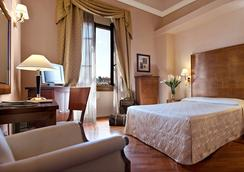 Hotel Pierre - Florence - Bedroom
