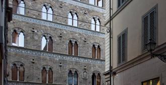 Hotel Pierre - Florence - Building