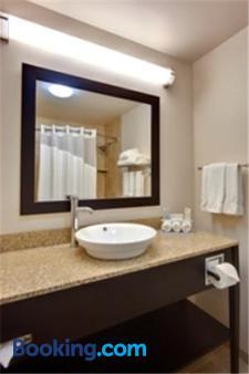 Holiday Inn Express & Suites Albuquerque Airport - Albuquerque - Bathroom