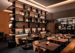 Adina Apartment Hotel Frankfurt Westend - Frankfurt am Main - Bar