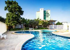 โรงแรมบีทูพรีเมียร์ - เชียงใหม่ - สระว่ายน้ำ