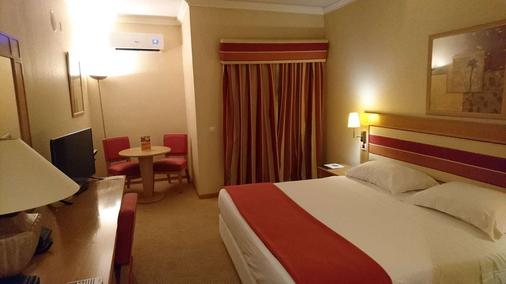 Riviera Hotel - Lisbon - Bedroom
