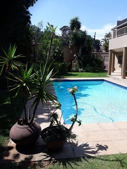 Joan's Bed And Breakfast - Durban - Pool