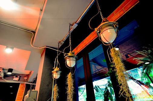 The Neighbor Hoot Hostel & Cafe - Bangkok - Room amenity