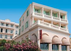 Hôtel Club Vacances Bleues Le Balmoral - Menton - Building