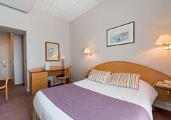 Hôtel Club Vacances Bleues Le Balmoral - Menton - Bedroom