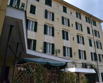Hotel Esperia - Spotorno - Building