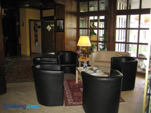 Landhotel Weinhaus Treis - Laurenburg - Living room