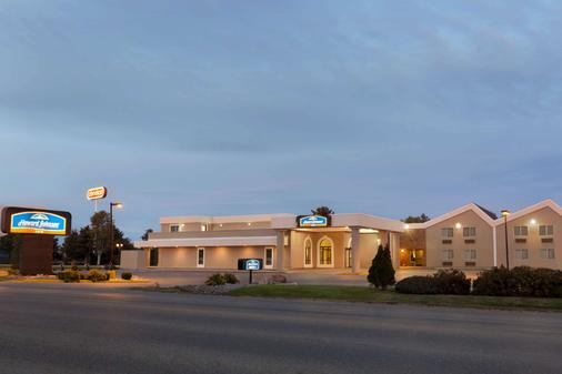 Howard Johnson by Wyndham Billings - Billings - Building