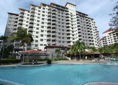 Glory Beach Resort - Port Dickson - Rakennus
