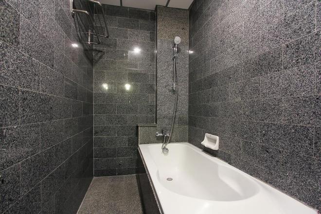 D Varee Xpress Pula Silom - Bangkok - Bathroom