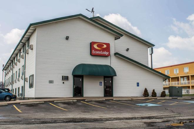 Econo Lodge - Akron - Building
