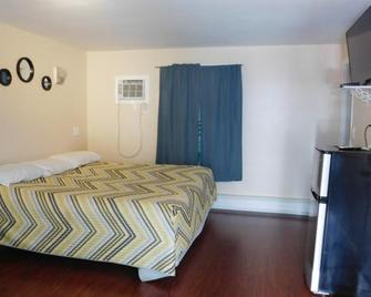 Emerald Isle Motel - Hampton Beach - Bedroom