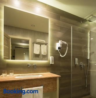 Exclusive Hotel & More - Sibiu - Bathroom