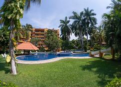 Hotel Puerta Del Mar Ixtapa - Сиуатанехо - Бассейн