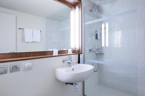 Campanile Chalon Sur Saone - Chalon-sur-Saône - Bathroom