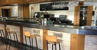 Hostal Restaurante Iruñako by Bossh Hotels - בורגס - בר