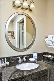 Baymont by Wyndham Knoxville/Cedar Bluff - Knoxville - Bathroom