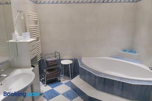 Hotel Restaurant Bock Roter Hahn - Sankt Pölten - Bathroom
