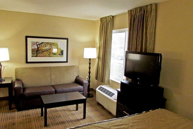 Extended Stay America - Pleasanton - Chabot Dr - Pleasanton - Living room
