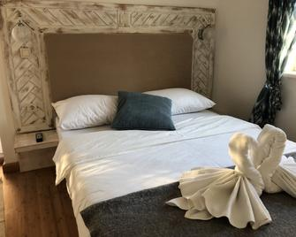 Mulberry House - Drage - Bedroom