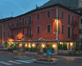 Bes Hotel Papa San Pellegrino Terme - San Pellegrino Terme - Budova