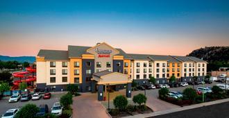Fairfield Inn & Suites by Marriott Kelowna - קלונה