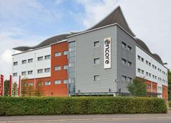 Ramada Encore by Wyndham Doncaster Airport - Doncaster - Building