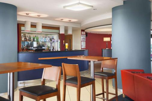 Ramada Encore by Wyndham Doncaster Airport - Doncaster - Bar