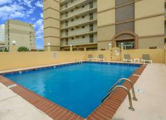 Travelodge by Wyndham Suites Virginia Beach Oceanfront - Virginia Beach - Pool
