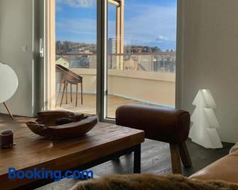 Central & Elegant Room in Biel - Biel - Living room