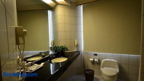 Cambridge Yang Kang Hotel - Tainan - Bathroom