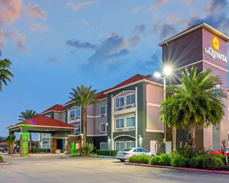 La Quinta Inn & Suites by Wyndham Winnie - Winnie - Gebouw