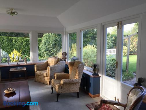West Acre House - Alnwick - Living room