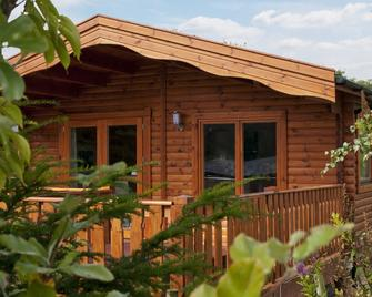 South Winchester Lodges - Winchester - Outdoors view