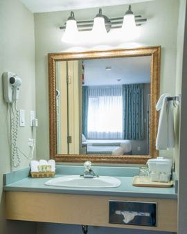 Accent Inns Kamloops - Kamloops - Bathroom