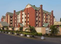 Hawthorn Suites by Wyndham Abuja - Abuja - Edifici