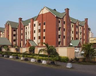 Hawthorn Suites by Wyndham Abuja - Abuja - Gebäude
