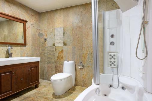 Hawthorn Suites by Wyndham Abuja - Abuja - Bathroom