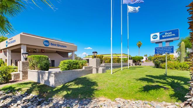 Best Western InnSuites Tucson Foothills Hotel & Suites - Τουσόν - Κτίριο