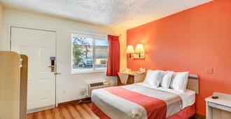 Motel 6 Stockton North - Stockton - Makuuhuone