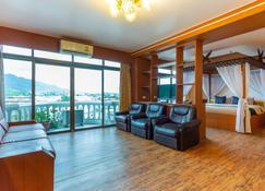 Capital O 1115 Wang Thong Hotel Maesai - Mae Sai - Living room